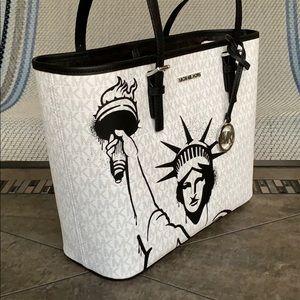 Michael Kors Md New York City Carryall Tote Bag